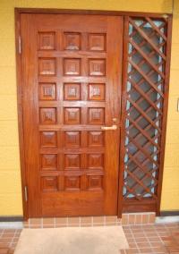 玄関ドア表面:施工後