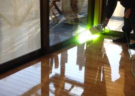 ハンディーライトによる紫外線照射