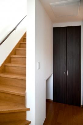 1階の階段下